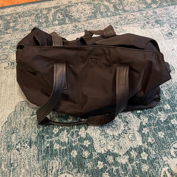 Lululemon duffle bag w/yoga mat holder straps